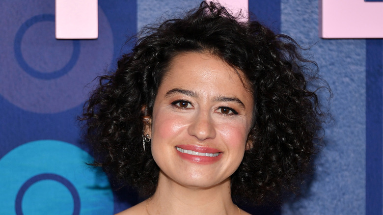 Ilana Glazer showing off a curly haircut, which will be popular in 2020