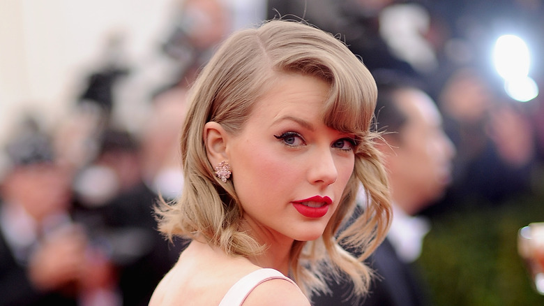 Taylor swift side part