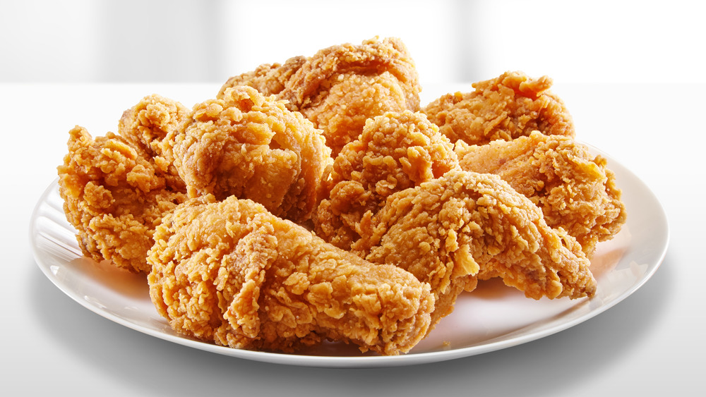 Mistakes Everyone Makes When Cooking Fried Chicken