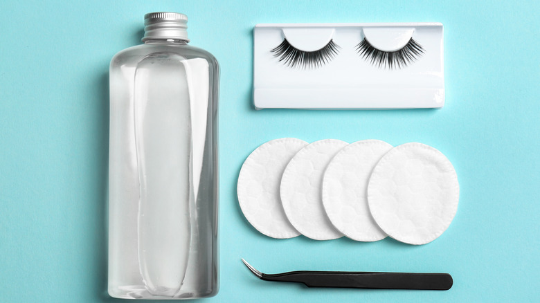 adhesive lashes with cleaning solution and cotton pads
