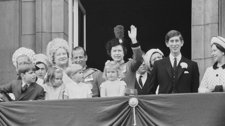 Queen Elizabeth with her kids and others on the balcony